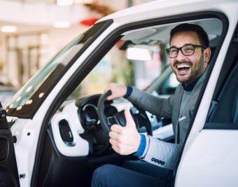 automerken lijst foto man in auto